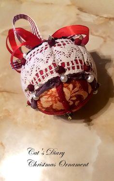 Cat Diary, Christmas Balls, Christmas Ornaments, Bulb, Holiday Decor, Christmas Baubles, Christmas Jewelry, Onions, Christmas Decorations