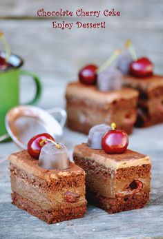Prajituri Archives - Page 2 of 12 - Enjoy Dessert! Chocolate Cherry Cake, Chocolate Lovers, Something Sweet, Candy Recipes, Christmas Desserts, Cake Cookies, Brunch Recipes, Cannoli, Sweet Treats