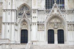 Cathédrale Saints-Michel-et-Gudule de Bruxelles. Saint Michel, Barcelona Cathedral, Saints, Louvre, Building, Travel, Brussels, Belgium, Viajes