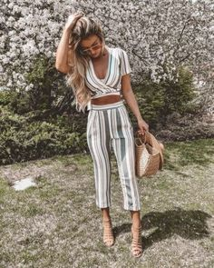 Cute striped two piece pants outfit. Look Fashion, Fashion Outfits, Womens Fashion, Fashion Trends, Skirt Fashion, Spring Summer Fashion, Spring Outfits, Casual Outfits, Tumblr Outfits
