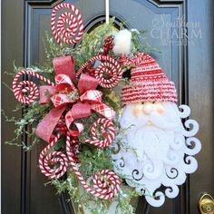 In this video, Julie with Southern Charm Wreaths shows you how to make a Christmas tree topper bow. Santa Wreath, Christmas Mesh Wreaths, Christmas Lanterns, Christmas Door Decorations, Santa Christmas, Deco Mesh Wreaths, Diy Wreath, Christmas Crafts, Grapevine Wreath