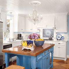 Stylish Kitchen Islands: Contrasting Color Island