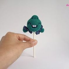 What's the sweetest candy you can have?... droolwool's Lollies, off course! 😜And here's a new flavor, Mint! Super sweet and fresh!Come and taste it!https://droolwool.zibbet.com/.....#droolwool #mintlollipop #lolliemint #arttoy #designertoy #feltart #felttoy #feltlollipop #lollipodoll #lollipopgirl #handmadearttoy #cutedolllollipop #kawaiicandy #kawaiilollipop #kawaiiart #kawaiidoll #toycollector #collectibletoy #smiley #lollipop
