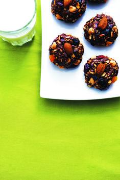 No-bake chocolate granola clusters