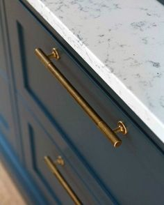 Design ideas for kitchen cabinet hardware modernkitchencabinets The effective .Design ideas for kitchen cabinet hardware modernkitchencabinets The effective pictures we offer you about kitchen taps A quality picture can tell you many things. Kitchen Knobs, Kitchen Cabinet Hardware, Kitchen Fixtures, Kitchen Cabinet Design, Kitchen Pulls, Hardware For Cabinets, Handles For Kitchen Cabinets, Kitchen Taps, Oak Cabinets