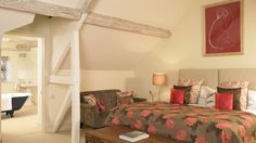 Wellacres House - Country House with Pool in the Cotswolds - Kate & Tom's - Amazing bedroom at Wellacres House, with luxurious en suite