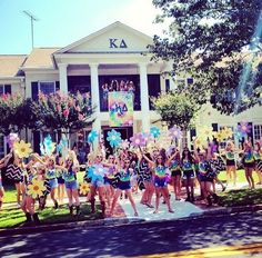 Bid Day Signs | Kappa Delta | KD having fun on Bid Day with their groovy woodstock theme