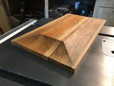 Making raised panel on the table saw (another)! Table Saw Sled, Table Saw Fence, Door Table, Diy Table Saw, Woodworking Table Saw, Best Woodworking Tools, Homemade Cabinets, Sliding Table Saw, Sierra Circular
