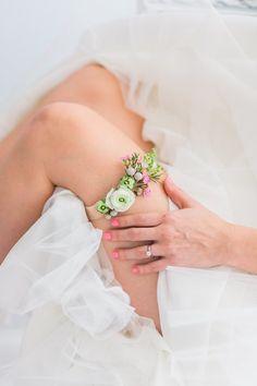 Alternative Wedding Flowers House of Ollichon loves.bride in dress and fresh flower wedding garter Wedding Vendors, Diy Wedding, Wedding Flowers, Wedding Ideas, Spring Wedding, Perfect Wedding, Wedding Stuff, White Wedding Garter, Wedding Garters