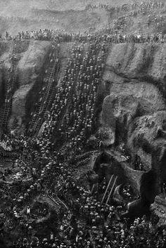 Serra Pelada, Gold Mine, Brazil 1986 . Sebastião Salgado
