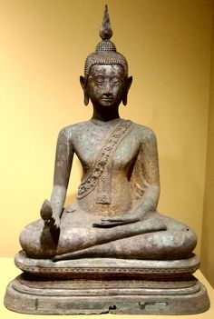 Image from https://upload.wikimedia.org/wikipedia/commons/2/28/Seated_Buddha_holding_a_mango_from_Thailand,_Bangkok_style,_18th-19th_century,_gilt_bronze,_HAA.JPG.