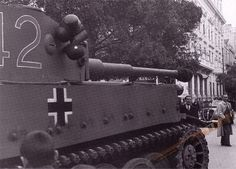 A close up of an imposing (early version) Tiger 1 that owns this street.