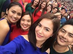 "This is Julia Montes and Kathryn Bernardo with the cast of ""Growing Up"" smiling for the camera while taking a selfie during the taping of the 2016 ABS-CBN Christmas Station ID, ""Isang Pamilya Tayo Ngayong Pasko"" at the ABS-CBN Compound last October 14, 2016. Indeed, these pretty ladies are another of my favourite Kapamilyas, and most of them are amazing Star Magic talents. #KathrynBernardo #TeenQueen #JuliaMontes #JulKath #ABSCBNChristmasStationID #IsangPamilyaTayoNgayongPasko Child Actresses, Child Actors, Pretty Star, Star Magic, Kathryn Bernardo, Filipina, Pretty Woman, Philippines, Growing Up"