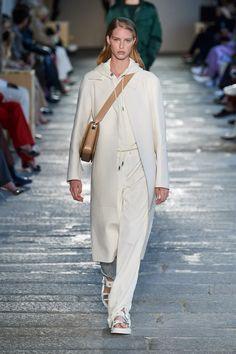 Boss Prêt-À-Porter Printemps-Été 2021 - Défilés | Vogue Paris Fashion Mode, Runway Fashion, Spring Fashion, Fashion Show, Fashion Outfits, Fashion Trends, Smart Outfit, White Fashion, Mannequins