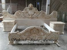 Tv Unit Furniture, Furniture Styles, Bed Furniture, Box Bed Design, House Design, Sala Set, Wood Sleigh Bed, Wooden Laptop Stand, Japanese Joinery