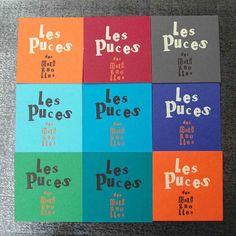 Cartes carrées MULTICOLORESdorées à chaud, produites pour Les Puces des Batignolles ! restaurant vivement conseillé aux amateurs de bonnes tables, de brunch et d'ambiances rétros sympas ! #lespucesdesbatignolles #bonnetable #cartedevisite #colorslife #TYPO #gravure
