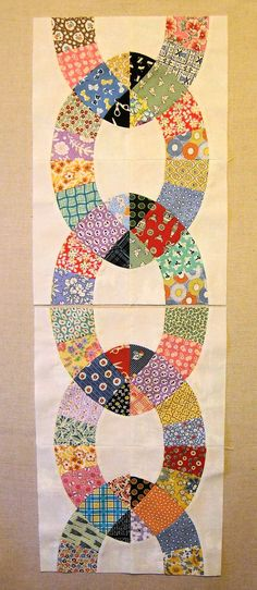 Ivan and Lucy: Chain Link Quilt - http://ivanandlucy.blogspot.com/2014/03/chain-link-quilt-pattern-pieces.html?showComment=1411690160160#c876199169076423502