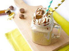 De ultieme ijskoffie, hoe ziet die er voor jou uit? Met slagroom? Met veel melk, of juist heel sterk van smaak? Met chocoladesiroop of liever met karamel? Aahh, als we eraan denken loopt het water ons