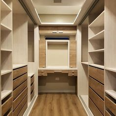 ankleidezimmer 10 ideas to have a dressing room of envy Tinkling wind chimes Article Body: W Small Dressing Rooms, Dressing Room Closet, Dressing Room Design, Master Closet Design, Master Bedroom Closet, Bedroom Closets, Walk In Closet Design, Bedroom Small, Bedroom Modern