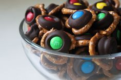 Baking Bad: Chocolate Pretzel Bites -- The irresistible combination of chocolate and pretzels has never been easier to create. How To Make Chocolate, Homemade Chocolate, Chocolate Work, Yummy Treats, Sweet Treats, Yummy Food, Baking Bad, Bite Size Snacks, Snack Recipes