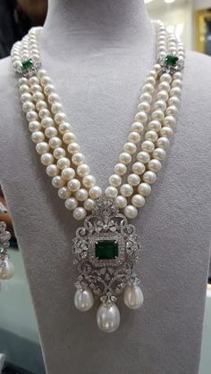 Boho Jewlery Jewerly Necklace Emerald Art Deco 20 Ideas For Boho Jewlery Jewerly Necklace Emerald Art Deco 20 Ideas For 2019 Pearl Necklace Designs, Pearl And Diamond Necklace, Pearl Jewelry, Indian Jewelry, Antique Jewelry, Beaded Jewelry, Fine Jewelry, Emerald Necklace, Pearl Diamond