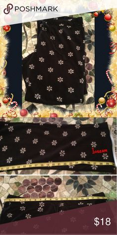 Snowflake  ❄️ ❄️ fleece lounge/sleep fl pants Snowflake sleep / lounge pants  Elasticized waistband, with twill drawstring. Soft, cozy Micro Fleece. Size xl Excellent condition used once for Xmas pics - super warm too.... old navy Pants