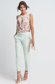 Eleganckie spodnie w kant Capri Pants, Sewing, Fashion, Moda, Capri Trousers, Dressmaking, Couture, Fashion Styles, Stitching
