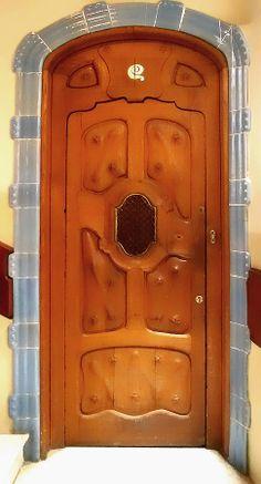 Gaudi Door, Roberto Alamino