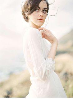 Romantische Braut Inspirationen an hawaiianischer Küste - Hochzeitsguide ✰ Bridal Poses, Bridal Shoot, Wedding Poses, Bridal Portraits, Bridal Boudoir, Wedding Ideas, Wedding Dresses, Wedding Photography Inspiration, Wedding Inspiration