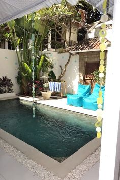 Villa à Legian, Indonésie. Love Villa4 is a traditional Balinese home converted to Villa: sleeps 6+ in 3 large King & Queen bedrooms, 2 bathrooms, kitchen, hi speed internet, cable TV & large open living around divine pool incl sunny deck, 5min walk to amazing 66 beach!  Ou...