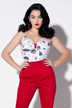 Top - Pinup Girl Clothing Traci Lords Wanda Top in Juvenile Delinquent Print. Pin Up Outfits, Classy Outfits, Vintage Outfits, 50s Outfits, Stylish Outfits, Retro Fashion 50s, Vintage Fashion, Vintage Style, Fashion Week