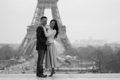 Classy Alex and Tu discovering the Eiffel Tower - WESHOOT Paris Photo Session