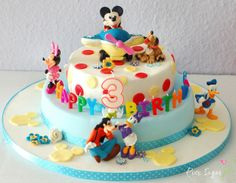 MICKEY MOUSE birthday cake    http://www.pinksugar-kessy.de/2013/04/mickey-mouse-torte-und-ein-give-away.html?utm_source=bp_recent=gadget_campaign=bp_recent
