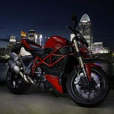"""Late Night Lifestyle By: Tag the Owner Via: @cyclelaw  #ducatistagram #ducati #streetfighter #848"""
