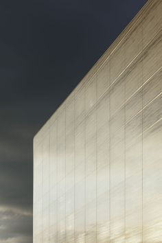 Double facade of white silk-screened glass, which offers a frosted and refined appearance - Kulturbau / Benthem Crouwel Architects Arch Architecture, Contemporary Architecture, Glass Facades, Building Facade, Commercial Architecture, Facade Design, Cladding, Construction, White Silk