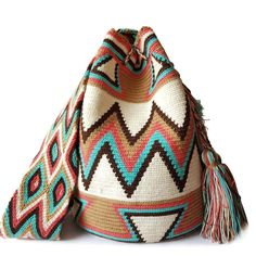 This beautiful, one-of-a-kind #wayuubag was carefully made using a double thread technique for the body. It has a traditional double thread strap and drawstring. The colors and patterns of this #mochilaWayuu was inspired by the vivid colors and shapes tha