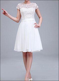 Knielanges Brautkleid mit Spitze Ärmeln von LAFANTA Abend- und Brautmode auf DaWanda.com