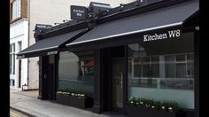 Don't settle for anything less than the best when you eat out in London – go to a restaurant that's been awarded at least one Michelin Star. Pergola Plans, Pergola Kits, Courtyard Cafe, Barber Shop Interior, Medical Office Decor, Retail Facade, Shop Signage, Restaurant Exterior, Warehouse Design