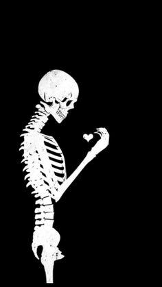 Endlich a moal a Herz ! Skeleton Love, Skeleton Art, Cute Wallpapers, Wallpaper Backgrounds, Dark Love, Skull Wallpaper, Dark Thoughts, Gothic Art, Skull And Bones