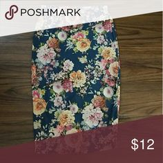 High waisted floral pencil skirt from Windsor Sz M Beautiful high waisted pencil skirt from Windsor. Size medium. Polyester and spandex material so it can stretch and still be comfortable. Very soft! Basically new. WINDSOR Skirts