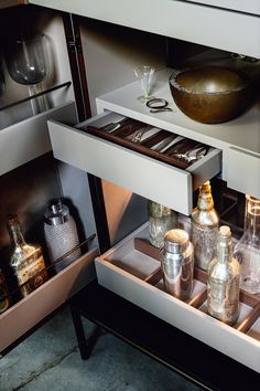 Contemporary bar cabinet / metal / wooden / by Christophe Pillet - WINSTON - LEMA Home Custom & DIY Minibar Design Inspirations and Ideas for your Mancave Diy Home Bar, Modern Home Bar, Bars For Home, Modern Bar Cabinet, Modern Buffet, Bar Console, Console Cabinet, Sideboard, Drink Bar