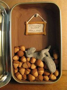 Squirrel hollow - POTTERY, CERAMICS, POLYMER CLAY - This is a tin I made for a friends upcoming birthday - she likes squirrels. Polymer Clay Projects, Polymer Clay Charms, Clay Crafts, Mint Tins, Altered Tins, Altered Art, Matchbox Art, Tin Art, Altoids Tins