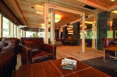 Das Bergland Design- und Wellnesshotel Sölden is the design hotel in the Ötztal valleay in on of the most beautiful skiing and hiking areas in Tyrol. Superior Hotel, Luxury Hotel Design, Wordpress, Bar Lounge, Pergola, Furniture Design, Interior Design, Architecture, Austria