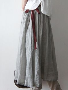 gray linen with maroon looks great Linen Skirt, Linen Dresses, Look Fashion, Womens Fashion, Moda Casual, Mori Girl, Looks Vintage, Mode Outfits, Pulls