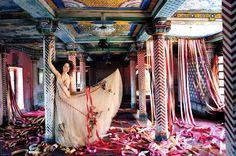 Vogue-UK-July-2005-LilyTakesATrip-PhotosBy0TimWalker-ScannedBy-Zob-03