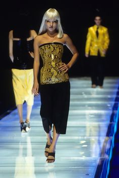 Alexander McQueen Spring 1998 Ready-to-Wear Fashion Show - Kate Moss