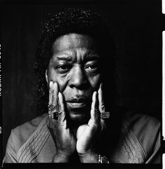 Guitarist Buddy Guy with Hands on Face - © Jerome de Perlinghi