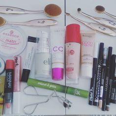 Silmät: @avonfinland #artdeco    Huulet: @avonfinland #mannakadar   Välineet: @realtechniques #shuuemura #londonpride   #makeupofinstagram #makeupoftheday #meikkileikkejä #päivänmeikki #päivänlook