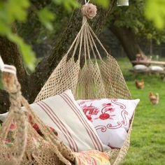 backyard hammock.  I really need one of these! This screams #shabbatnap!