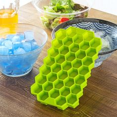 Handy Honeycomb Ice Maker Designed for making small cubes of fruit juice or ice in a fun fashion, this fancy tray is the perfect companion for a dish in need of a cold refreshing uptake. Mix it up with your favorite drink or create bubbles of frozen juice Cool Kitchen Gadgets, Kitchen Hacks, Cool Gadgets, Cool Kitchens, Kitchen Tools, Ice Cube Molds, Ice Cube Trays, Ice Tray, Ice Cubes